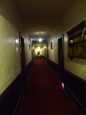 Elkhorn Lodge and Guest Ranch: hallway