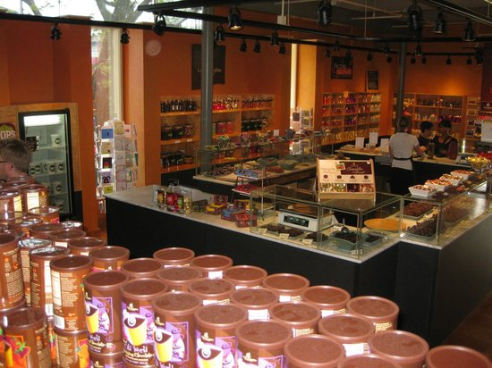 Lake Champlain Chocolate store (cafe is in left corner) - Picture ...