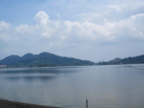 Bukit Merah Laketown Resort: boat trip to orang utan island