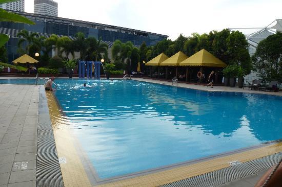 Hotel pool foto di marina mandarin singapore singapore for Pool garden marina mandarin