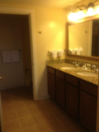 Marriott's Grande Vista: Master bath duel sinks