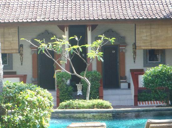 Pondok Bambu: Ocean view balconies