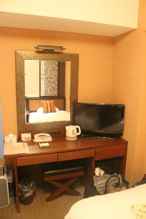 Hearton Hotel Kitaumeda: Vanity desk