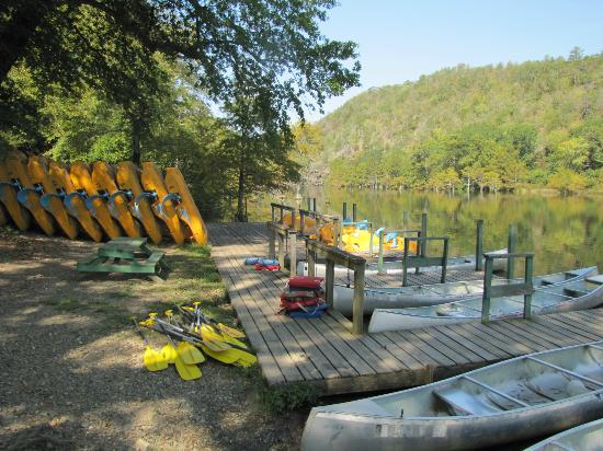 Beavers Bend Resort Park: Choose your kind of boat and get out there
