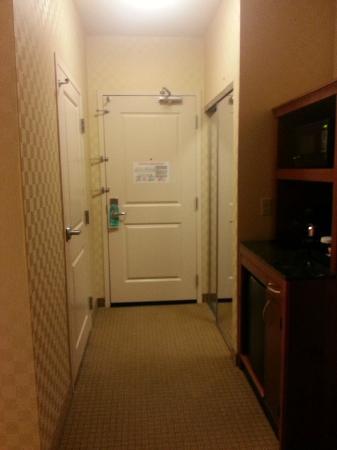 Hilton Garden Inn Sacramento Elk Grove: Entrance of room