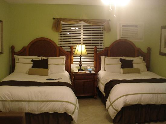 Tropical Beach Resorts: Our beds- quite comfy!!