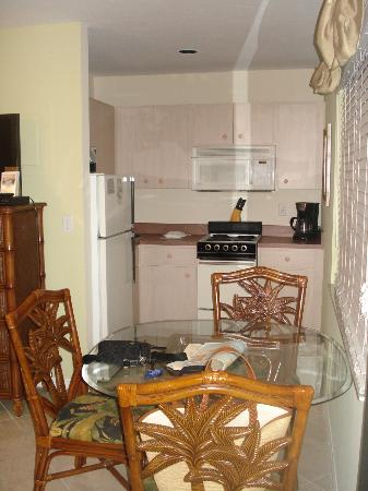 Tropical Beach Resorts: The kitchen area of our room