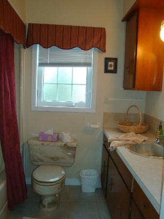 Cote's Bed & Breakfast: private bathroom