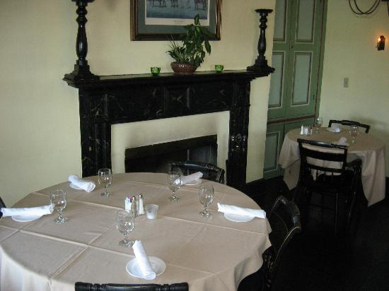 Bayard House Restaurant: Inside