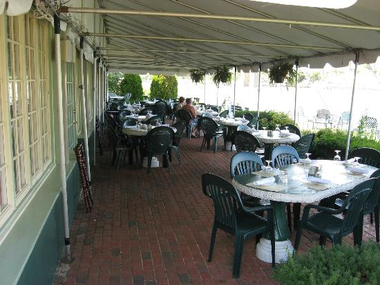 Bayard House Restaurant: Outdoors