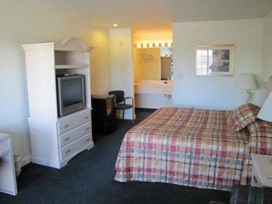 Discovery Inn:                   room