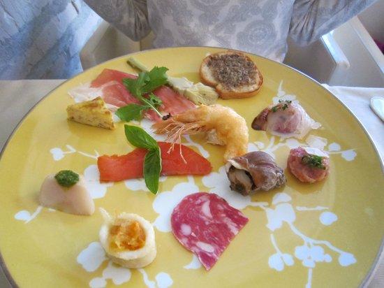 Castello: Aコース 12種の前菜の盛り合わせ