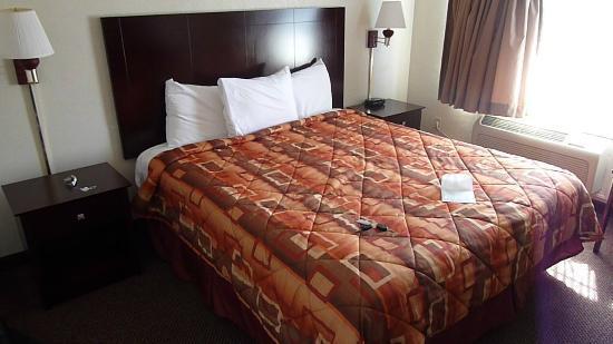 Super 8 Monterey/Carmel: Bett,sehr sauber und bequem