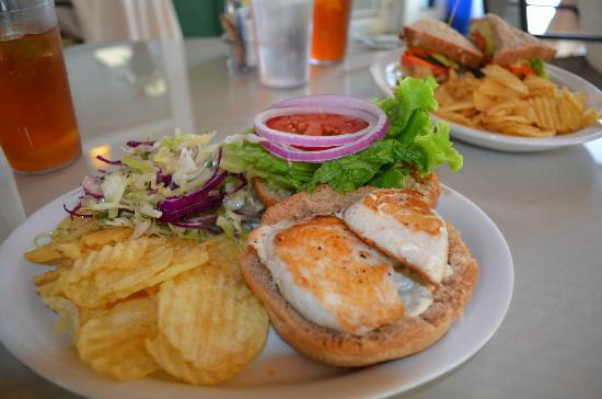 Kona Coffeehouse & Cafe at Honaunau : Ono Burger Sandwich at Kona Coffehouse & Cafe Honaunau