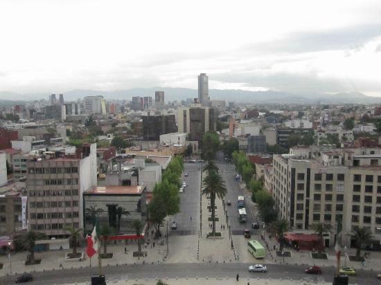 Monumento y Museo de la Revolucion: nice breeze on this side