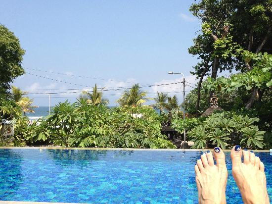 Radisson Bali Legian Camakila: looking at beach fom top pool