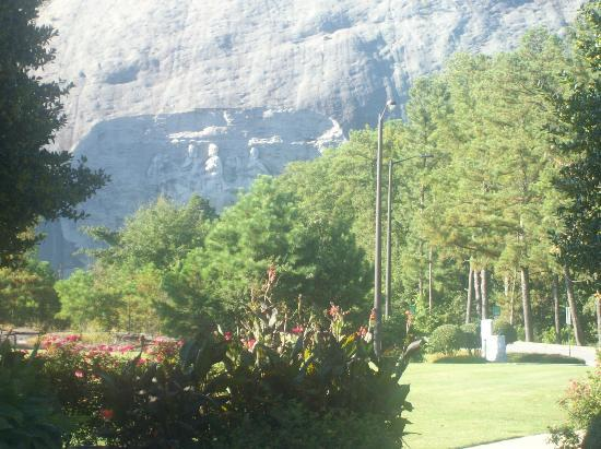 Stone Mountain Inn : view from the front of the hotel