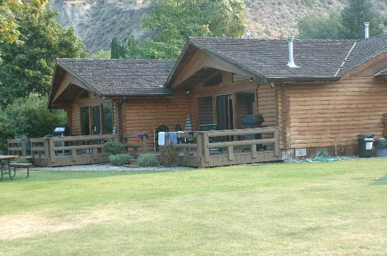 Sandy Beach Lodge Resort: Cabins