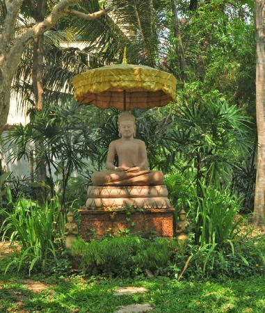 La Palmeraie d'Angkor: The Buddha in the Garden