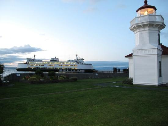 ‪‪Silver Cloud Inn Mukilteo – Waterfront‬: Lighthouse welcomes The Ferry‬