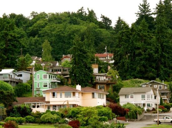 Silver Cloud Inn Mukilteo – Waterfront: Homes On The Hill