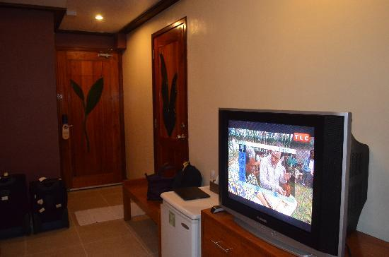 Boracay Beach Club: With Ref & Cable TV,The room is very spacious