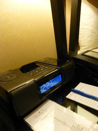 One Washington Circle Hotel: iPod docks in-room