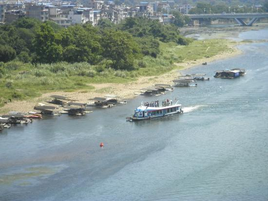 Guilin Homing Hotel: Boat to see elephant trunk hill