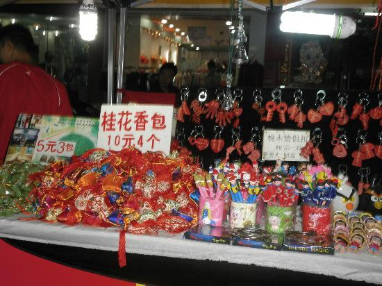 Guilin Homing Hotel: night market-guilin