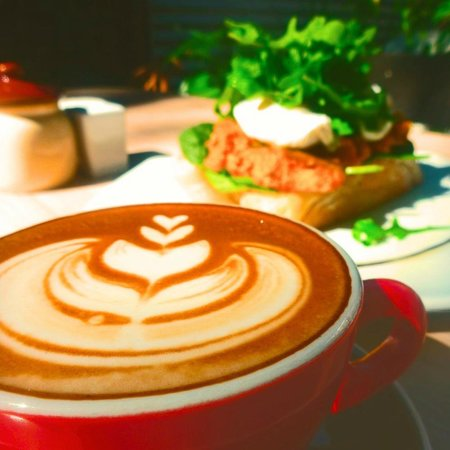 Moore & Moore Cafe: coffee & breakfast in the court yard!