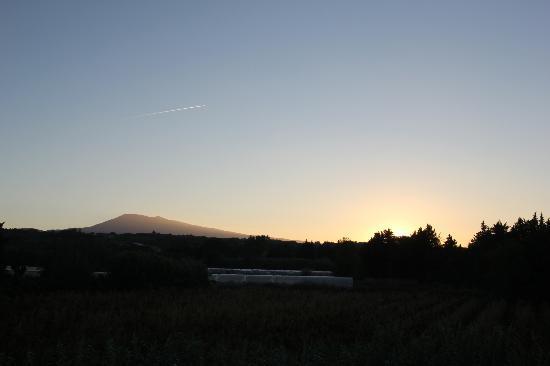 Le Mas au Portail Bleu: Sunrise Mont Ventoux