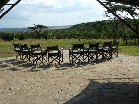 Kicheche Valley Camp: outdoor terrace where pre dinner drinks are served