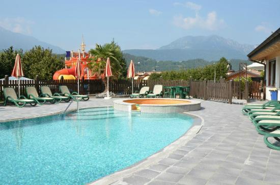 Family Hotel Primavera: piscina