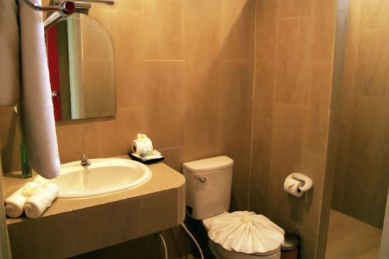 Chor Chang Villa Resort : Villa 2 bedrooms superior - Bathroom