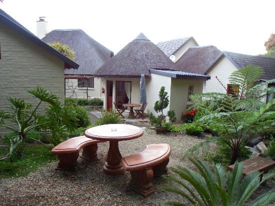 Cloverleigh Guest House: Mini village feel 