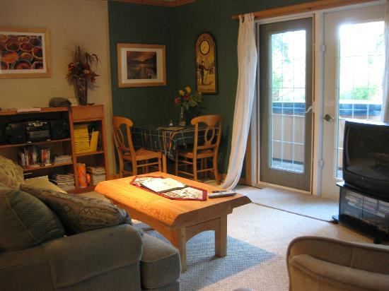 Cedar House Restaurant & Chalets: l'interno dello chalet