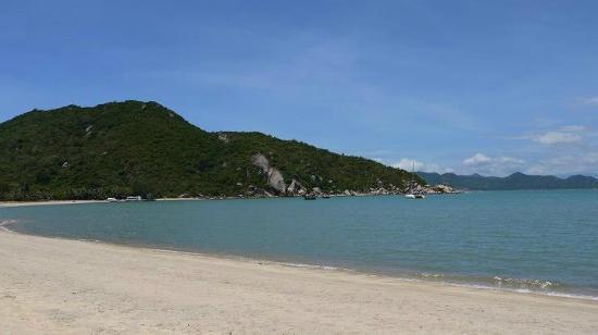 L'Alyana Villas Ninh Van Bay: Blick auf den Strand