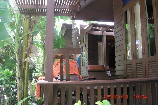 Chaweng Garden Beach Resort: Bungalow small terrence