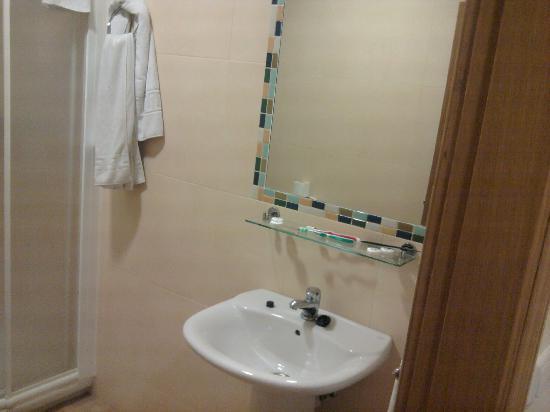 Hotel Galicia: bathroom