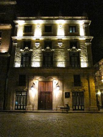 Hotel Palacio del Marques de San Felipe y Santiago de Bejucal: Front of Hotel