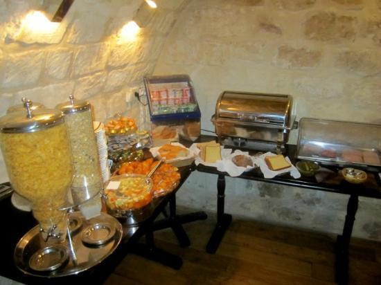 ATN : ...une partie du buffet petit déjeuner !
