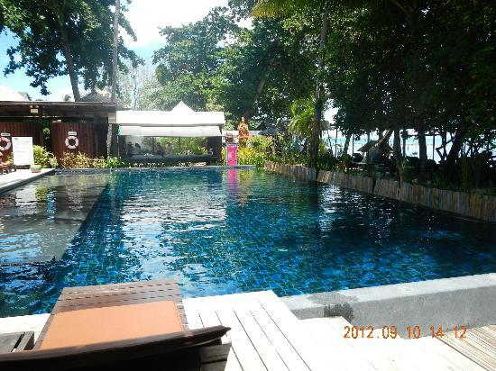 Chaweng Garden Beach Resort : swimming pool, message area