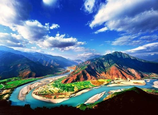 Stone Drum (Shigu) Town: The First Bend of Yangtze River