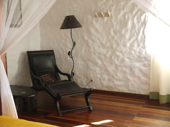 The Litchi Tree: Room furnishings