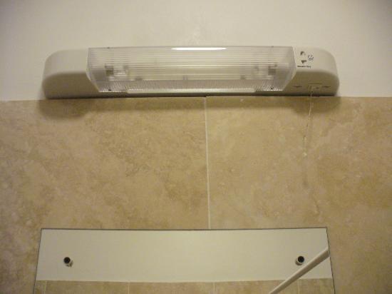 Camden Town Residence: luce specchio bagno