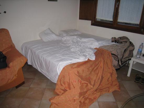 Abadia Hotel Granada: Couchage proposé en remplacement de la chambre surbookée.