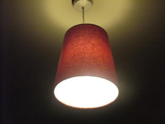 Camden Town Residence: lampadario camera da letto