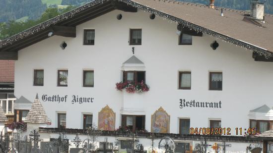 Gasthof Aigner: Gast hof Aigner gezien vanaf het kerkhof.