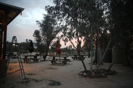 Innamincka Hotel: Beer garden