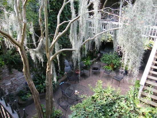 Savannah Bed & Breakfast Inn : Courtyard